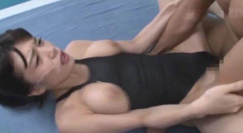 高橋しょう子 巨乳水泳部との競泳水着のまま激ピストン3P!! サムネイル画像