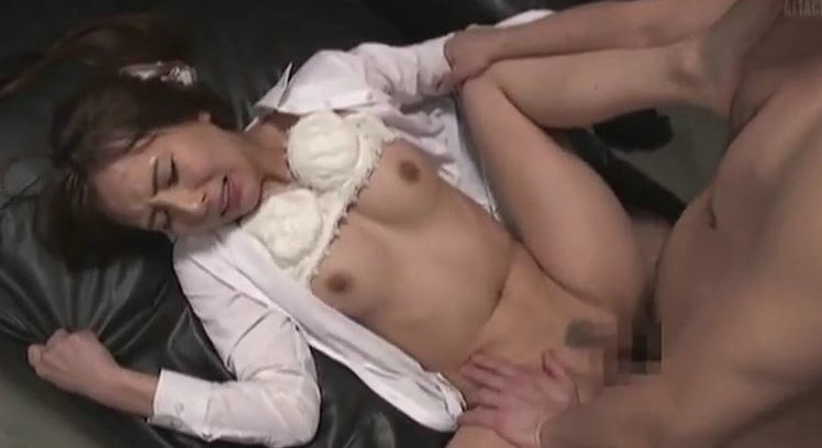 希崎ジェシカ 喫茶店の店長にレイプされた奥さん…。 サムネイル画像