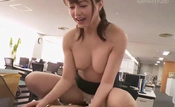 吉沢明歩 オフィス内でひたすら乳首責めてくる痴女OLと着衣のままやっちゃったww サムネイル画像