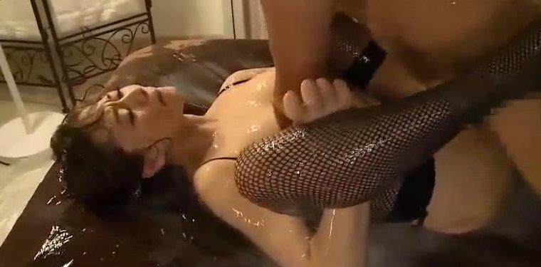 吉沢明歩 ランジェリー姿のお姉さんをローションまみれにしてハメる!!! サムネイル画像