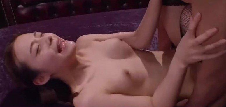 吉高寧々スレンダー美乳美女と3Pしておかわり激ピストン…! サムネイル画像
