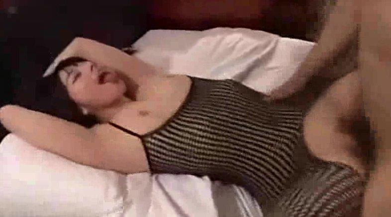 全身タイツの卑猥な衣装での積極的にデカ尻フリフリ! サムネイル画像