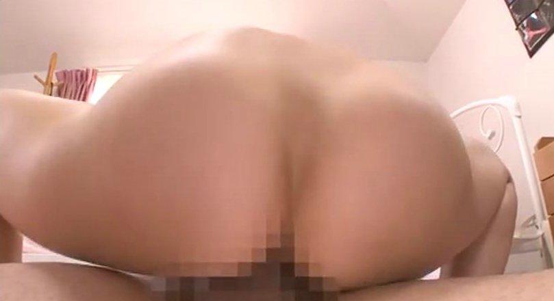 篠田ゆう 勃起したチンコを騎乗位でマンコにねじ込んできた友達の姉www サムネイル画像