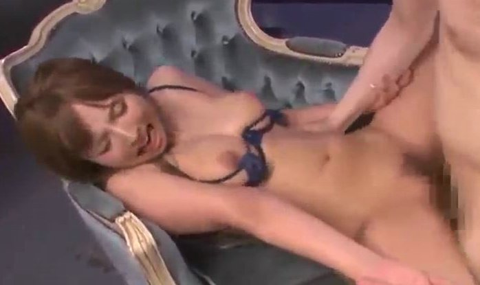 三上悠亜 下着のままでの性交でじっとり汗をかきながら感じる!! サムネイル画像