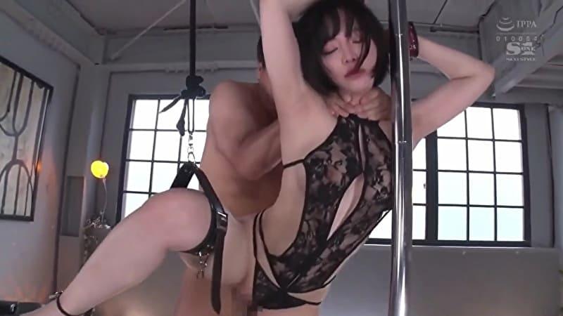 三宮つばき 手枷拘束で絶叫お漏らしして、首絞めピストンでイカされるパイパン美女ww サムネイル画像