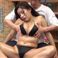 女性のための動画'海の家でオイルマッサージ!イケメン男子に胸とアソコの周りを入念にマッサージされ、ピクピクと体を反応させてしまうお姉さん。