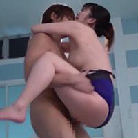 女性のための動画「水泳コーチの内村くんとプールサイドで濃厚に絡み合い、激しい駅弁体位で何度もイってしまう人妻。」のサムネイル画像