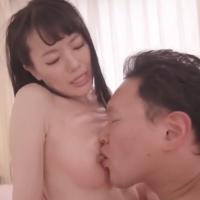 女性のための動画'恥ずかしそうにしている女の子を膝に乗せ優しく乳首を舐めていく原人くんの紹介サムネイル画像'