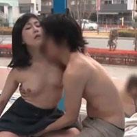 女性のための動画「知り合いの夫婦2組がパートナーチェンジをしてマジックミラー号で夫、妻が見ている前でセックスの練習」のサムネイル画像