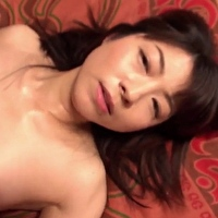 女性のための動画「夫が見ているのを知らず…南佳也くんに胸を揉まれ手マンされる偽マッサージで感じていく人妻」のサムネイル画像