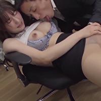女性のための動画「結婚指輪をした先輩の潤くんに舌で指で愛撫されながら深夜オフィスで二人果ててしまうイケナイ関係のSEX!」のサムネイル画像