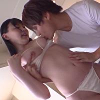 女性のための動画「少し緊張する女の子は胸を優しく舐められ内村くんの指に感じて濡れたアソコに挿入されると気持ち良くて声が出ちゃう!」のサムネイル画像