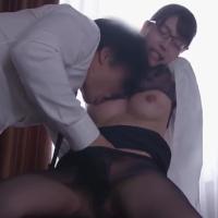 上司の武田大輝くんと相部屋になり、イケナイ関係に。仕事があるにも関わらず、朝からお互いが沢山求め合う濃厚激しめセックス - イメージ画像
