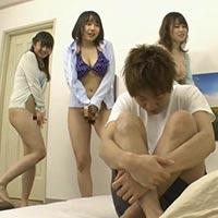 欲求不満な姉の女友達3人が、平田つかさくんを誘って逆ハーレム状態でハチャメチャセックス! - イメージ画像