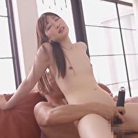清楚なお姉さんが電マで自分で気持ちよくなっているところに黒田さんが登場し、おもちゃと手マンでお姉さんのアソコはびしょびしょになっちゃってます。 - イメージ画像
