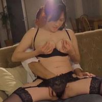 黒田悠斗さんのクンニでイかされてしまい、挿入されると快感を求めて感じ続けるセクシーな下着姿の巨乳美女