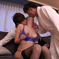 大島さんと愛人関係のモデル体型のお姉さんが、目隠しされて大島さんが見てる前で貞松さんにおもちゃ責めにされて潮吹きしながら何度も絶頂しちゃってます。 - イメージ画像