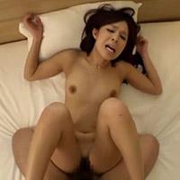 旦那じゃ満足できずに、鈴木一徹くんとハメ撮りセックスをする奥さん
