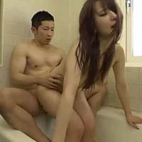 シャワーを浴びる彼女に発情しそのまま…濡れながらバスルームで甘く激しく愛撫する大沢真司くん