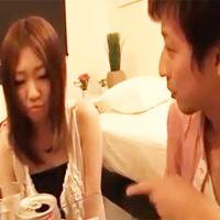 彼氏が泥酔している横で彼氏の友達と禁断の罪悪感エッチ【前編】