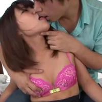 小田切ジュンくんにキスされながら激しく突かれて喘ぎ声が漏れちゃう敏感なおねえさん