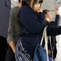 何これ…私痴漢されてる!?抵抗出来ないままパンツの中まで触られちゃう痴漢画像 - イメージ画像